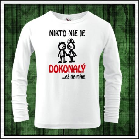 Vtipné detské dlhorukávové tričko s potlačou Nikto nie je dokonalý
